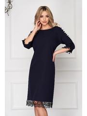 Rochie albastru-inchis eleganta midi cu un croi drept din stofa cu ciucuri si aplicatii de dantela