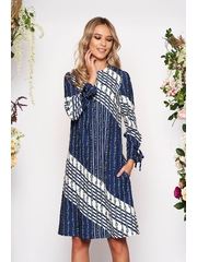 Rochie albastru-inchis midi de zi cu croi larg din material vaporos cu maneci lungi decolteu la baza gatului si imprimeuri grafice