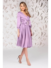 Rochie PrettyGirl lila eleganta midi in clos din satin accesorizata cu o catarama