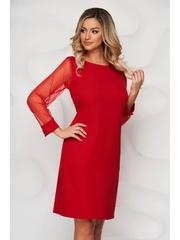 Rochie rosie din material elastic cu un croi drept cu maneci transparente