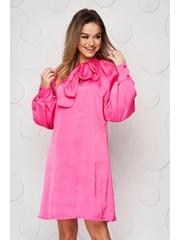 Rochie SunShine roz din satin cu maneci bufante cu croi larg accesorizata cu o fundita